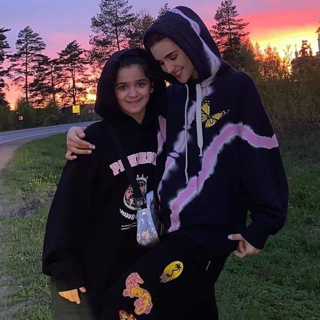 Дина Саева с младшей сестрой Маликой