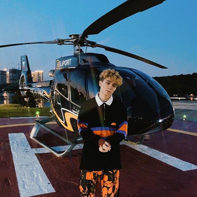 Рахим Абрамов около вертолета в начале июля 2020 года