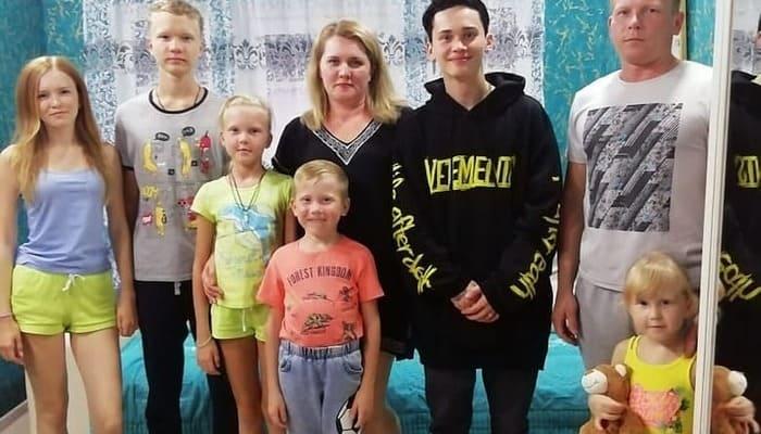 Даня Милохин в кругу семьи