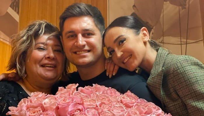 Давид Манукян с мамой и Ольгой Бузовой